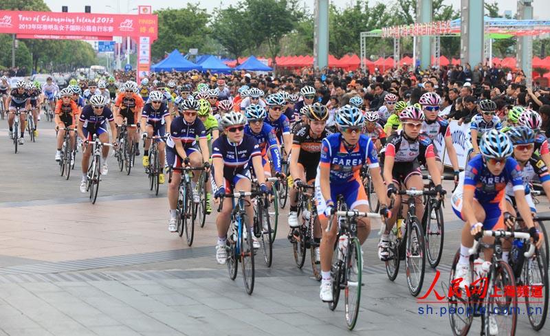 2013年国际自行车联盟女子公路世界杯赛(上海崇明站)和2013年环崇明岛女子国际公路自行车赛再度发枪。今天上午,2013年环崇明岛女子国际公路自行车赛开赛。当日进行的是崇北赛段比赛,全程73.4公里,在接下来的两天时间内,还将进行崇西段和城市绕圈赛。到5月12日,重头戏国际自盟女子公路世界杯赛将正式开幕。 国际自盟女子公路世界杯赛是世界三大顶级赛事之一,2013年共设8站,上海崇明站是世界杯赛在亚洲的唯一一站。上海崇明站比赛起点设在上海东方体育中心,途经中环高架路、华夏高架路、上海长江隧桥、崇明东滩大道