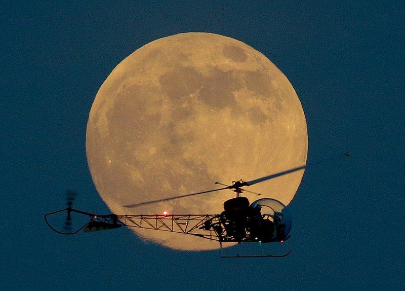 今天晚上7时12分,月球与地球相距为全年最近,只有356991公里;月亮
