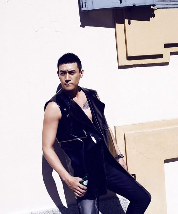 陆毅米兰写真 展露健硕肱二头肌--上海频道--人