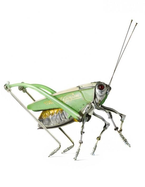 法艺术家用金属垃圾造昆虫雕塑图片
