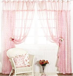 更重要的是在夏季白天的光线很刺眼,选择冷色窗帘在能屏蔽一些有害光