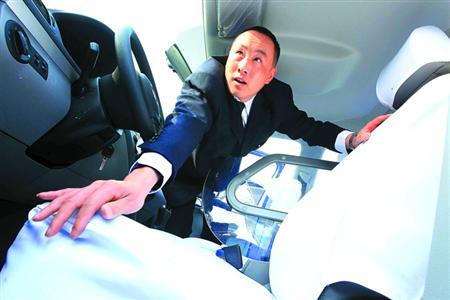 昨天,大众出租公司首批20辆新途安出租车正式投运.车身大高清图片