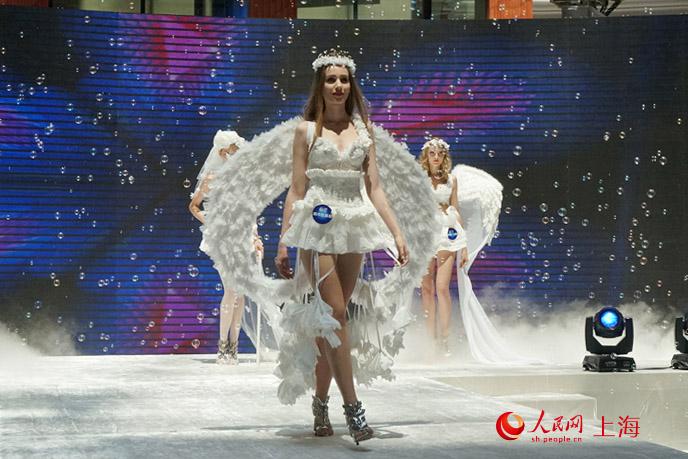 服装设计学院的大学生设计师们发起,在上海时尚圈刮起了一阵纸巾婚纱