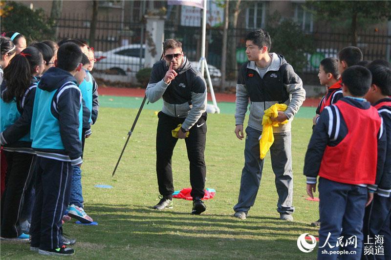 上海打造活力校园 十所小学引进外籍足球教练