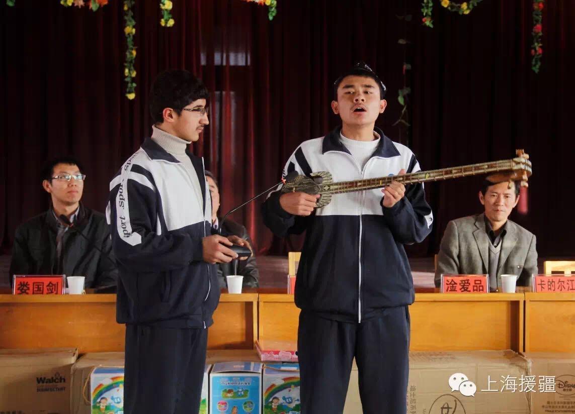 沪喀手拉手活动走进喀什地区儿童福利院