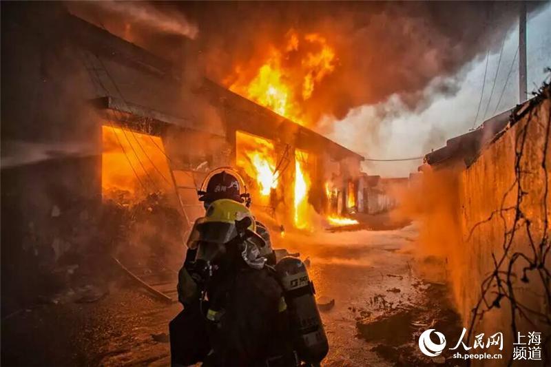 火灾扑救现场