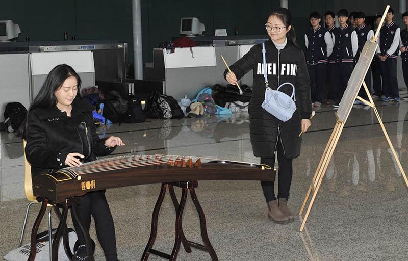 上海虹桥机场上演快闪女生古筝温暖春运回家高额头诗歌宽图片