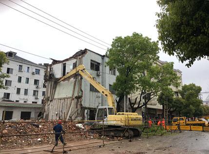 佘山房屋倒塌事故追踪 :出事前装修施工谁在监管