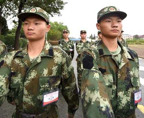 正在七支队新训基地进行队列训练.-武警新兵开训 图