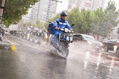 台风 海马 遭遇冷空气 上海暴雨将持续到明天凌晨
