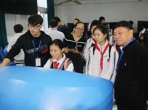 上海公用事迹学校为兰生复旦中学打造专场职业体验日运动