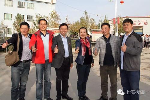 浦东援疆教师坚持五带头积极硬件莎车教育发