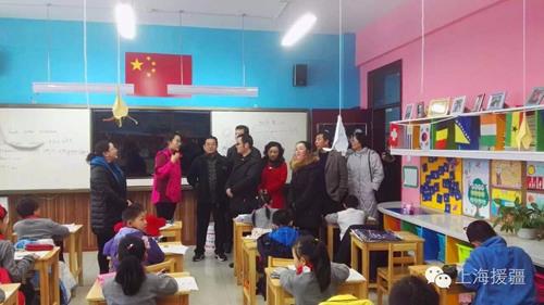 上海青浦区代表团参观白碱滩区第十九小学