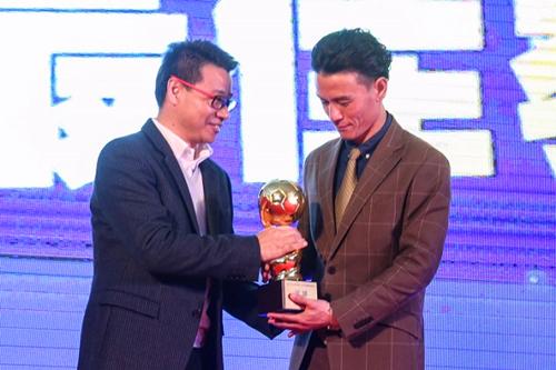 上海表彰基层足球教练