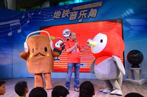 上海:SMG融媒体中心看看新闻地铁专列发车