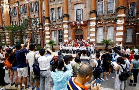 上海:援藏教师出发