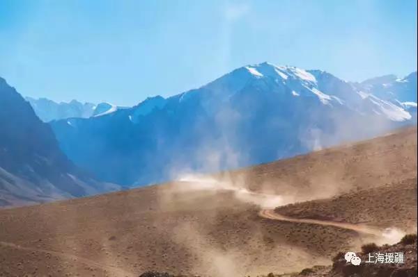 专题 上海援疆网        发车仪式上,张彬表示,叶城县地处新疆和西藏