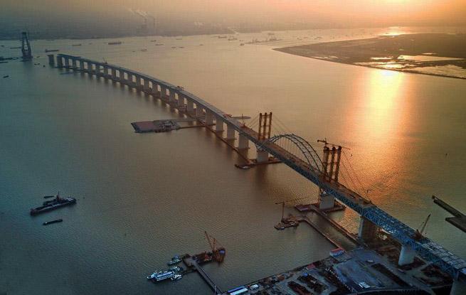 沪通长江大桥天生港专用航道桥吊杆全部安装就位