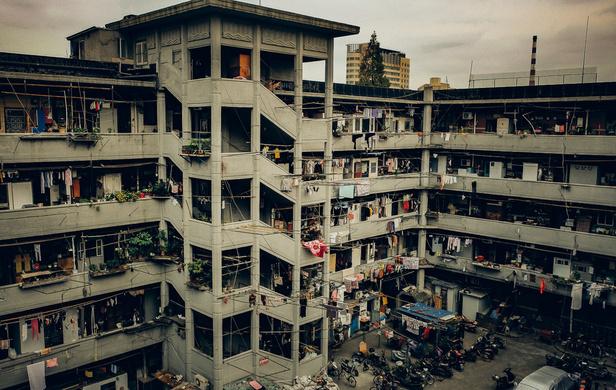 上海有座古罗马斗兽场般的居民楼 一层50户人家