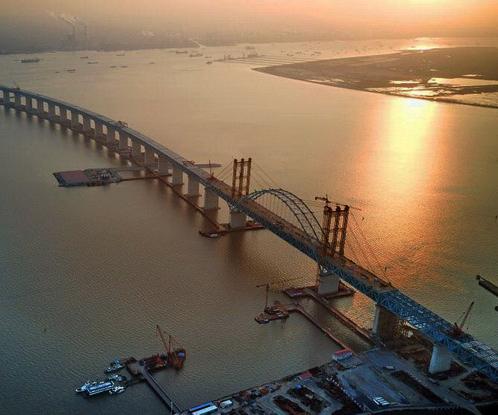 沪通长江大桥天生港专用航道桥吊杆完成安装