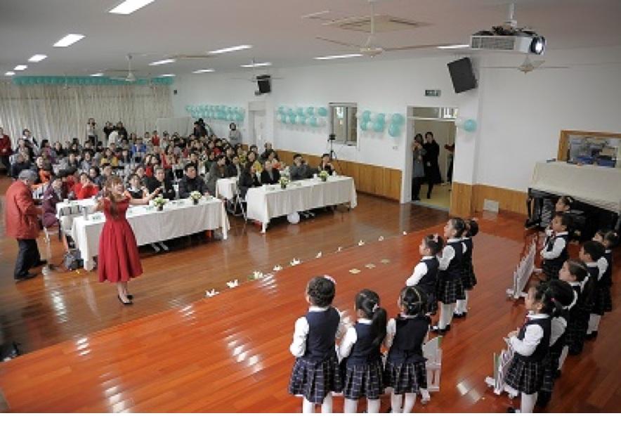硕士研究生执教上海美术特色幼儿园