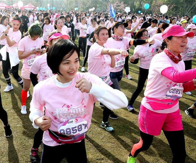 上海樱花节女子10公里路跑
