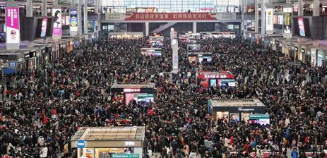 匆匆40天 2018年春运正式落幕 1247.3万人乘火车离开上海,又有同样数量的人来到这里。一样的40天,今年有什么新变化…