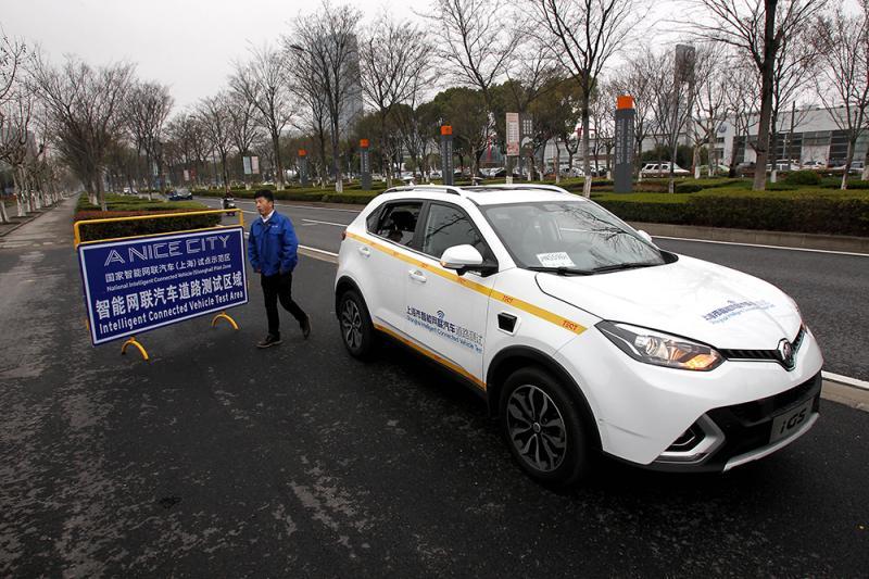 """上海""""无人驾驶""""路测,方向盘后必须有人"""