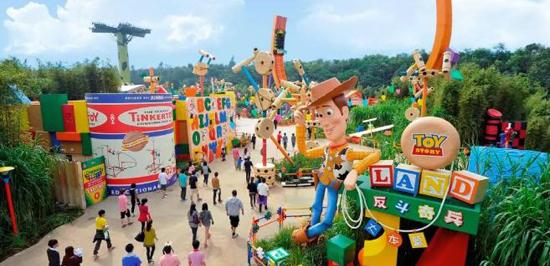 昔日跑马总会大楼变身 玩具总动员下月登上海