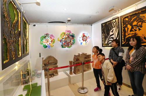 上海18所高校大學生工藝美術創意作品在浦東展示
