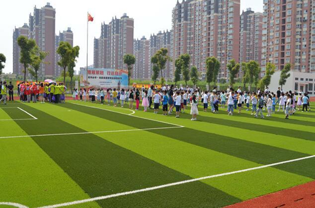徐泾派出所民警在学校操场为全校师生做了消防安全法治知识的宣传