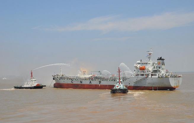 杭州湾北岸水域举行综合演习 出动船艇20艘飞机2架
