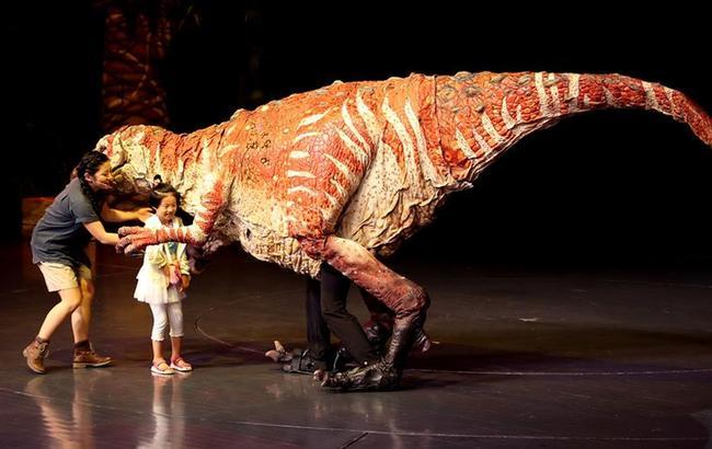 科普互动儿童剧《恐龙动物园》在沪上演