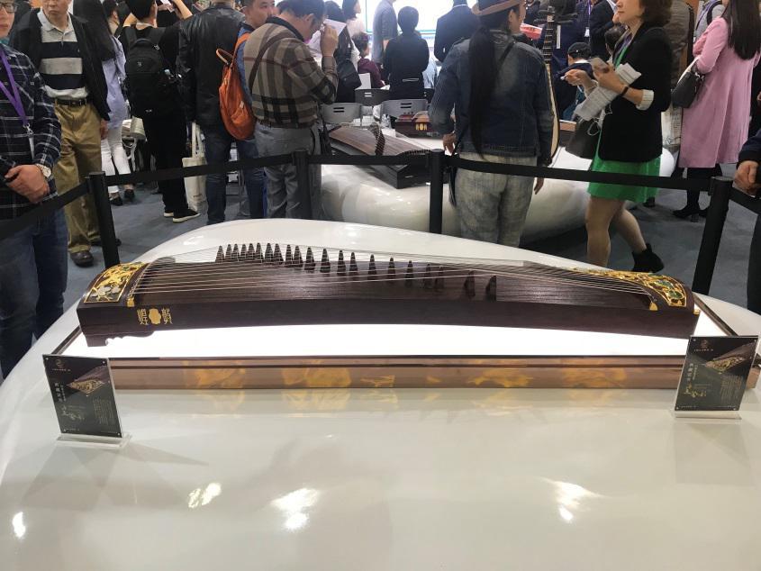 """第17届上海国际乐器展览会开幕""""古筝+智能科技""""惊艳亮相"""