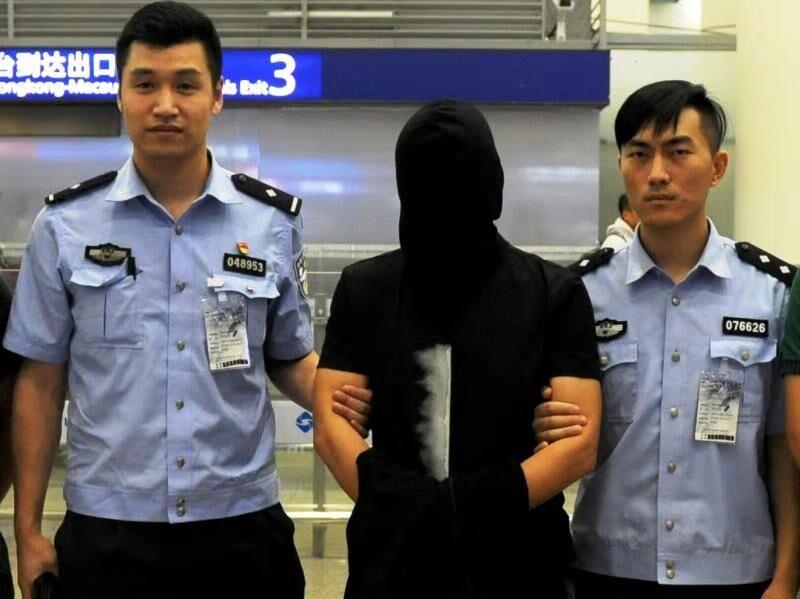 """上海警方将""""卓寿金融""""实际控制人押解回沪"""