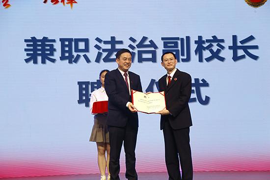 上海首次聘21名检察长担任中学法治副校长