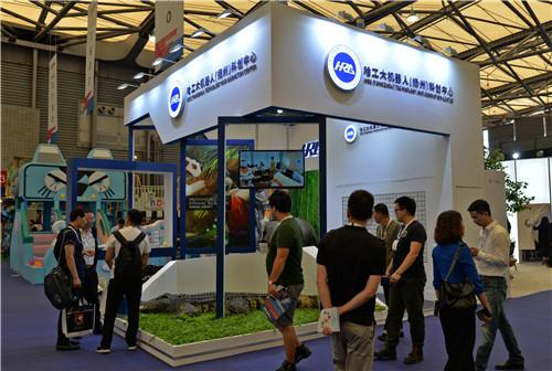 哈工大機器人(揚州)科創中心多款文旅機器人亮相IAAPA亞洲博覽會