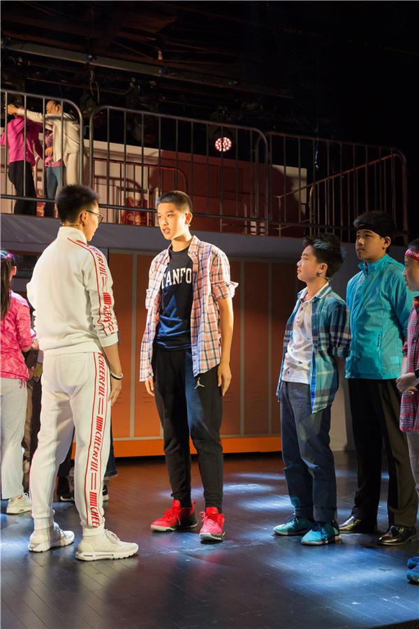 英文原版音乐剧《歌舞青春》亮相上海中学生演绎不一样的音乐剧3u8736