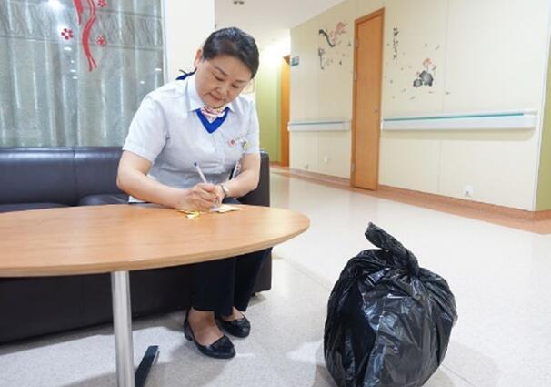 人民网记者调查:垃圾分类第二天,上海人是认真的