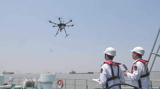 无人机查获首起在航船舶使用高硫燃油