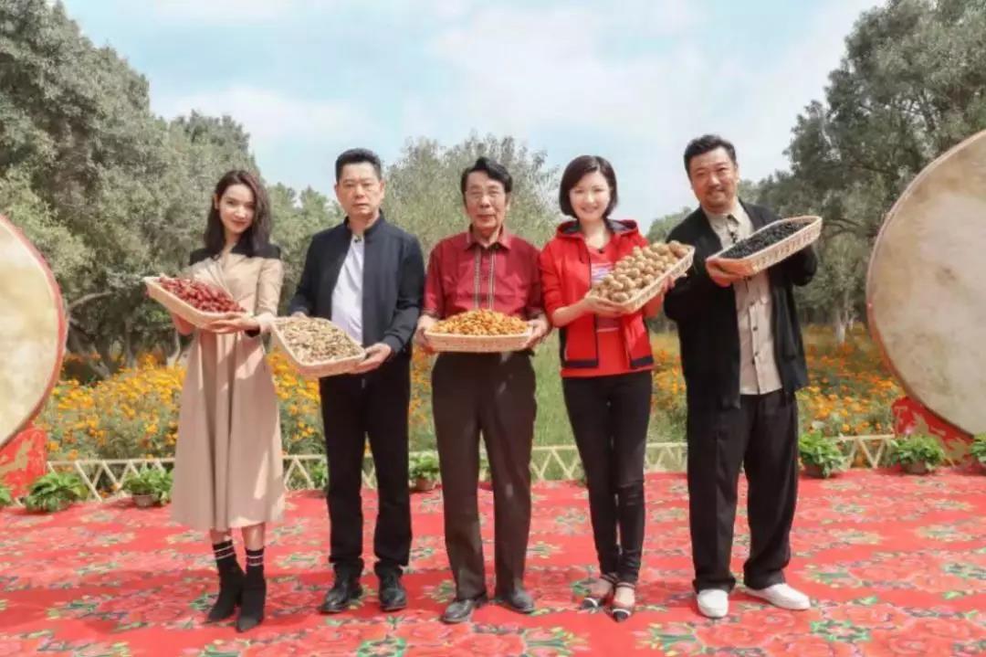 上海援疆强化消耗扶贫着力打赢脱贫攻坚战公益节目《我们在举措》助力农产品销售达1亿