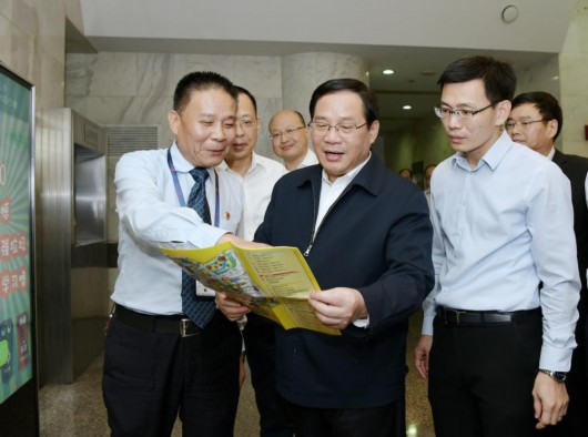 《上海市生活垃圾管理条例》实施百日,李强再赴居民区商务楼抓推进落实