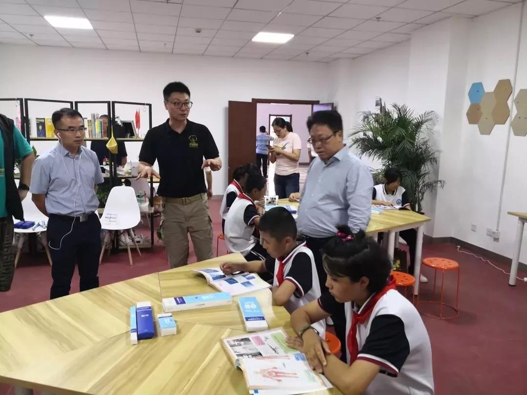 上海市教卫工作党委杨伟人同志带队调研巴楚援疆工作