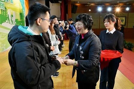 """上海向全市800多萬戶家庭發放新年""""健康禮包"""""""