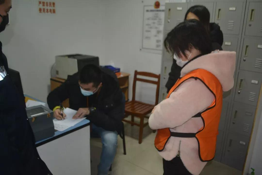 进价两毛的假意医用口罩以7.5倍出售!浦东警方抓获销售假意医用口罩犯法团伙!