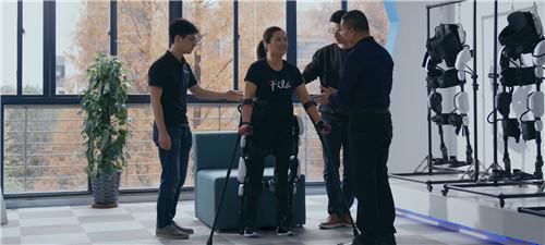 首支康复机器人励志短片上线残奥冠军姚芳20年后圆梦
