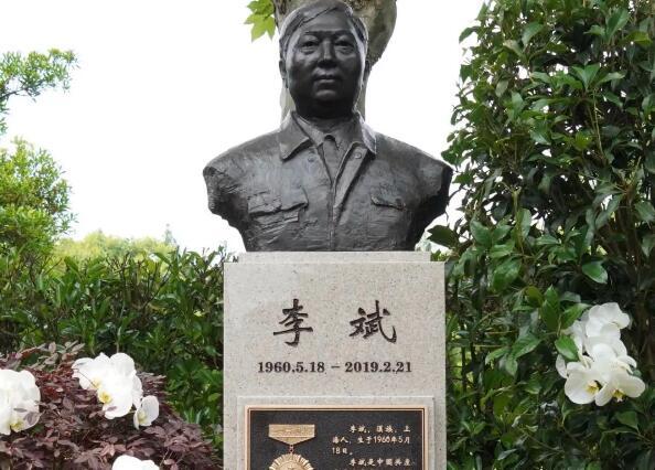 著名全国劳模李斌塑像今天在上海揭幕