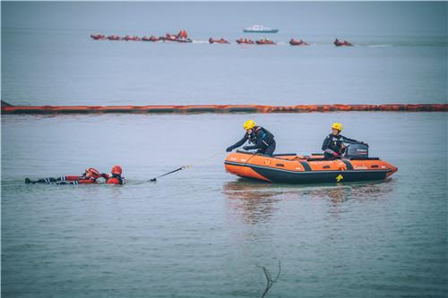 上海举行长三角跨区域水域应急救援实战拉动演练