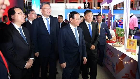 李强王文涛慎海雄龚正见证上海五五购物节开启消费盛宴