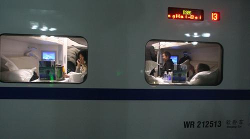 上海-北京的d306卧铺动车组列车图片